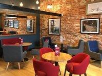 otwarcie kawiarni, nowy lokal, costa coffee, plac trzech krzyży, kamienica pod gryfami
