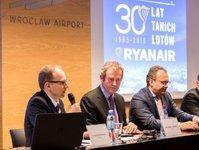 linie lotnicze Ryanair, Wrocław, dolnośląskie, centrum obsługi technicznej, samoloty,