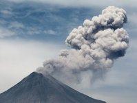 wulkan, indonezja, wybuch, turyści, ruch lotniczy, wspinaczka