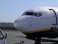 linie lotnicze, ryanair, przewoźnik lotniczy, baza, lotnisko, samolot, połączenie