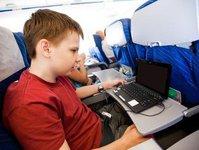 Skyscanner, Alaska Airlines, personel pokładowy, podróż samolotem, podróż z dzieckiem, rodzice z dziećmi, procedury, ankieta, badanie, niemiły personel pokładowy, strefa dla rodzin z dziećmi, strefa wolna od rodzin z dziećmi, linie lotnicze, przewoźnik lotniczy, Kuala Lumpur-Londyn, podróże lotnicze z dzieckiem
