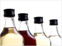Czechy, metanol, alkohol, zatrucie, rum, butelka, alkohol metylowy, skażenie, policja, magazyn, nielegalna produkcja, kontrole, Pavel Koprziv, Likerka Dark, Verdana, prohibicja