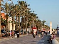 Hiszpania, hiszpańska branża turystyczna, wakacje, destynacja wakacyjna, Lanzarote, Teneryfa, Baleary, Wyspy Kanaryjskie, Egipt, Tunezja, zawirowania polityczne, podróżni, pakiety wakacyjne, krajowa gospodarka, renesans, turyści, turystyka przyjazdowa, wzrost, popularność