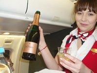 Eurolot, na pokładzie, wino, batonik, horalky, z Warszawy, Gdańska, do Popradu, loty do Popradu, na Słowację, Słowacja, słowackie wina, Narodowe Centrum turystyki Słowackiej, Słowackie Tatry, podróż, na narty, samolotem, pasażer, menu
