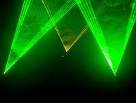 zielony laser, ślepienie pilota samolotu, lotnisko im. Johna F. Kennedy ego, JetBlure, Federalna Administracja Lotnictwa, JFK, USA, przestępstwo federalne, San Francisco, FBI, helikopter policji stanowej, uszkodzenie oka pilota, laser