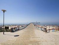 wakacje nad morzem, Bałtyk, turysta, turyści, rodziny z dziećmi, Pomorze, Zatoka Gdańska, wypoczynek, Półwysep Helski, rezerwacje, jakość plaży, cena, zakwaterowanie, standard, zaplecze gastronomiczne, kurort, Kołobrzeg, Gdańsk, Mielno, Łeba