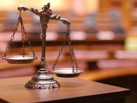 sąd, wyrok, biuro podróży, agent, turyści