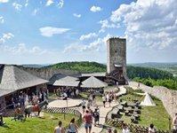 zamek, chęciny, atrakcja turystyczna, turyści,